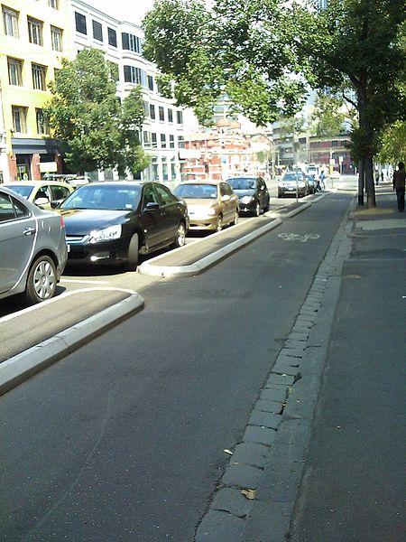 450px-Copenhagen_Style_Bike_Lane